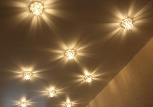 Описание установки точечных светильников в потолок из ГКЛ