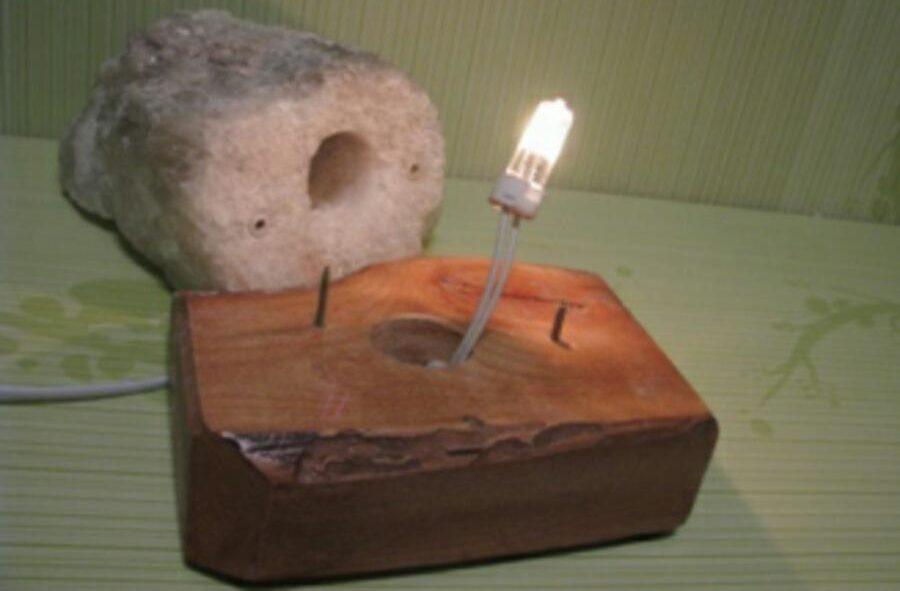 Модель с галогенным источником света.