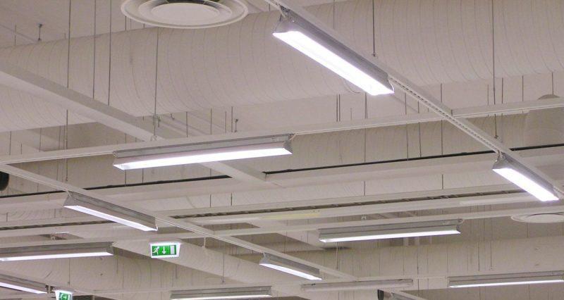 Светильники на производстве.