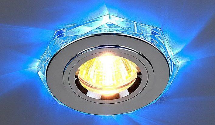 В светодиодных моделях часто есть подсветка по периметру.