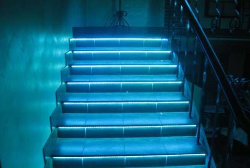Способы применения светодиодной ленты для декора интерьера