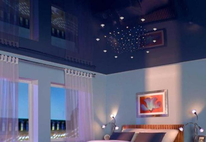 Как правильно расположить светильники на натяжном потолке