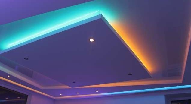 Вариант подсветки в гостиной.