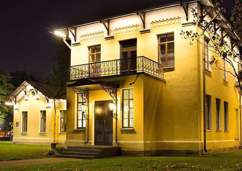 Устройство фасадной подсветки загородного дома