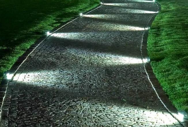 Как сделать подсветку дорожек в загородном доме