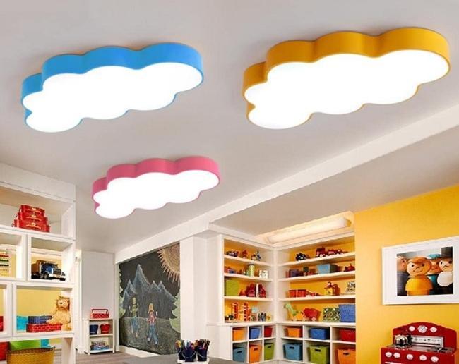 Светодиодные светильники могут быть в форме облаков или других элементов, идеально вписываясь в интерьер