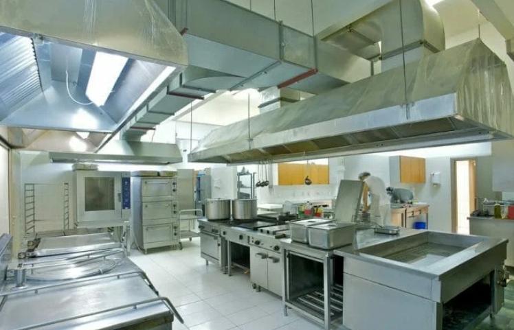 Освещение кухни в ресторане