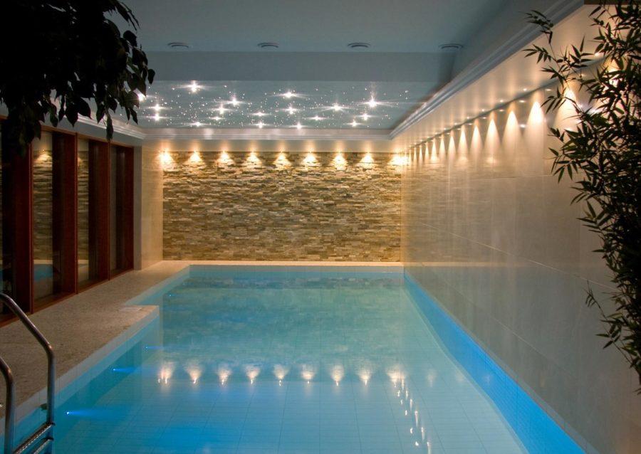 Рекомендации по обустройству освещения бассейна в частном доме