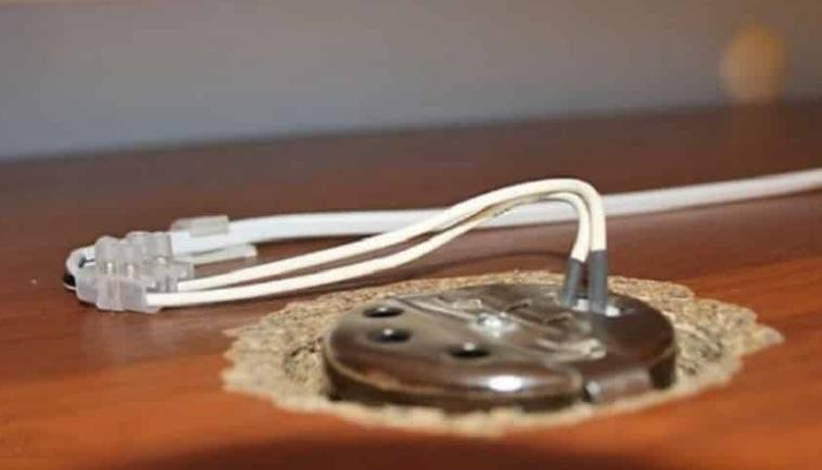 Соединять проводку проще специальными клеммами.
