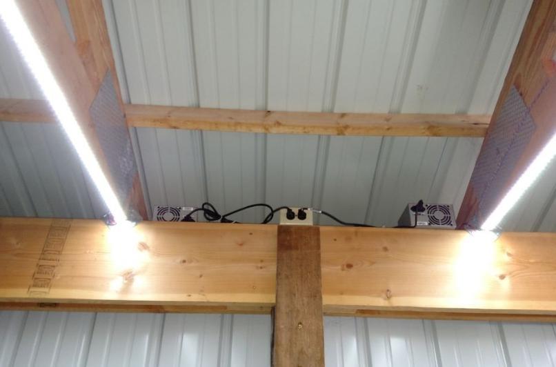 Три ряда светодиодов дают отличный световой поток.