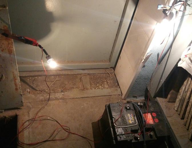Проводка света в гараж без электричества своими руками