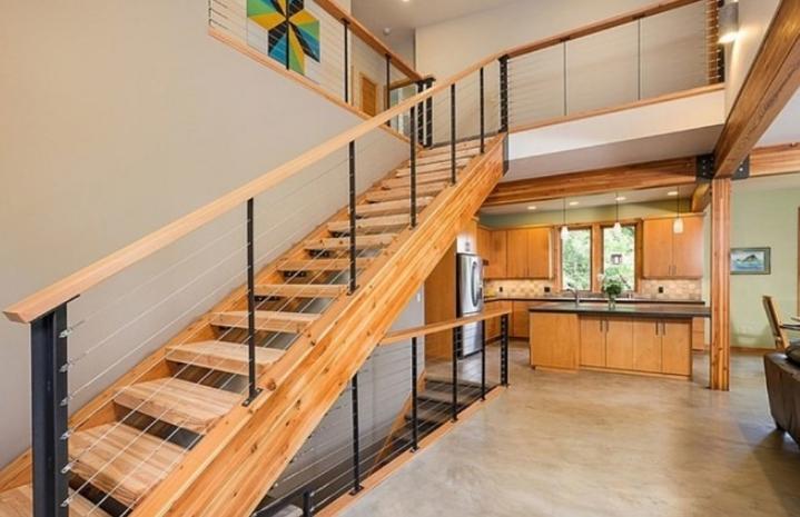 Дерево – традиционный материал для изготовления лестниц.