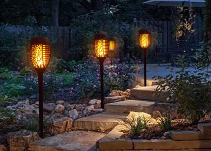 Во дворах частных домов фонари