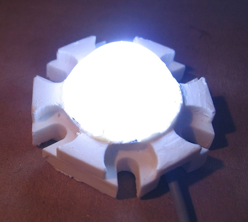 белый LED с люминофором