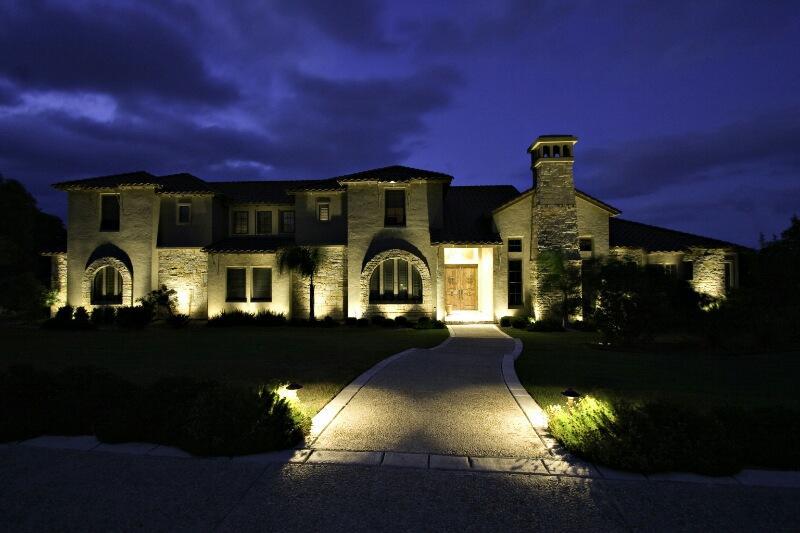 Фасадная подсветка светильниками