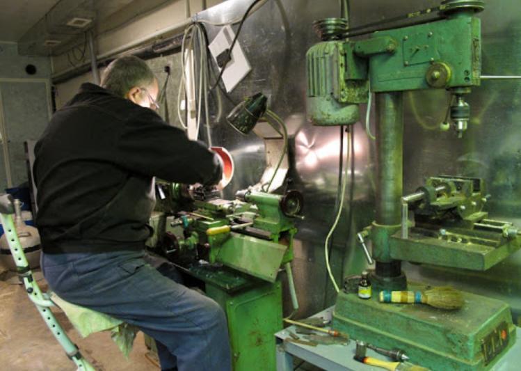 Искусственное и естественное освещение слесарной мастерской