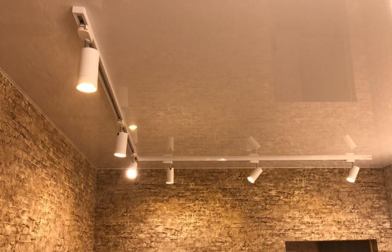 системы на натяжном потолке смотрятся отлично.
