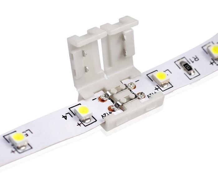 Соединение LED-полоски при помощи коннектора.