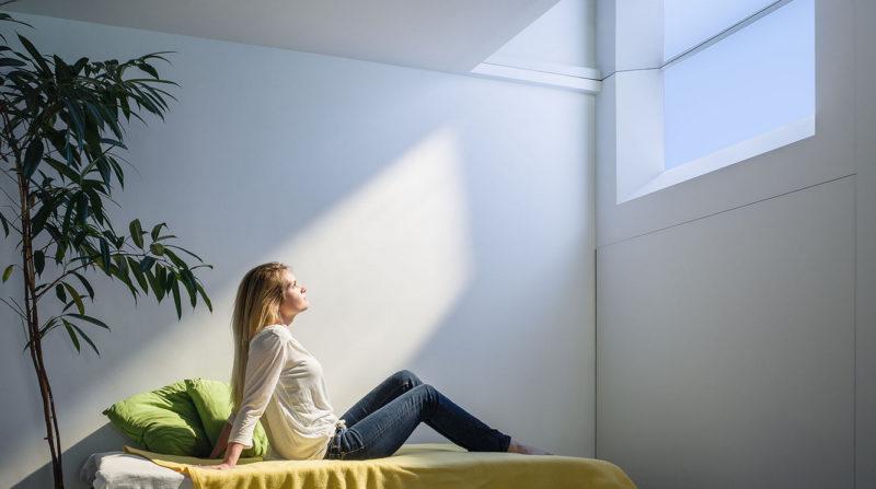 Варианты освещения комнаты с натяжным потолком