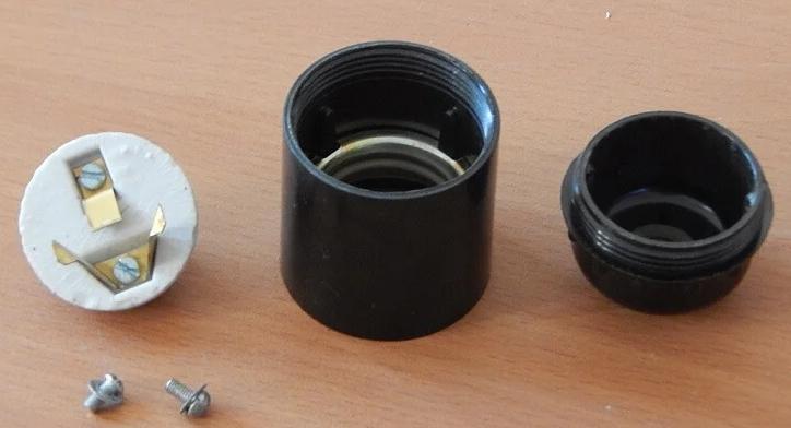 Как вытащить патрон от лампочки из цоколя