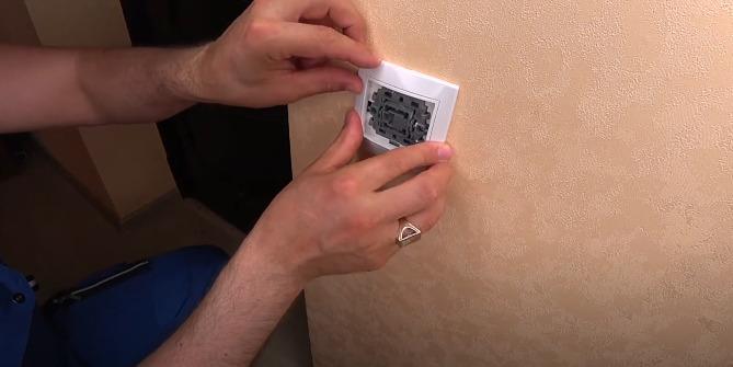 Подробная инструкция для разборки выключателя света