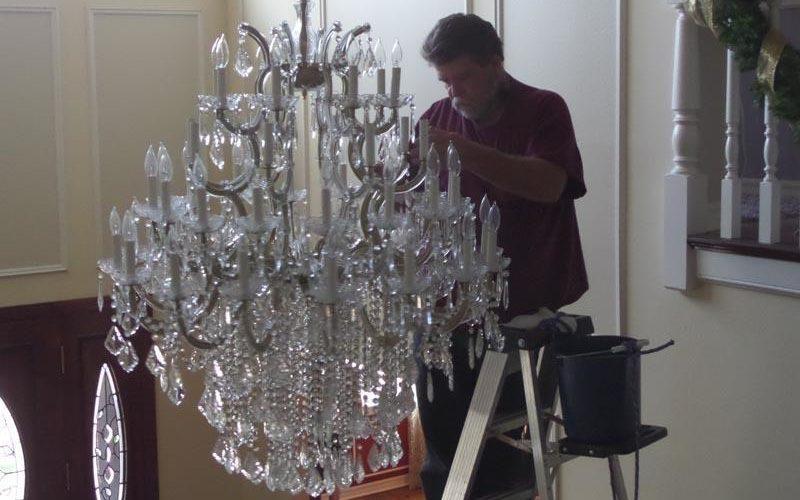 Чем и как помыть хрустальную люстру