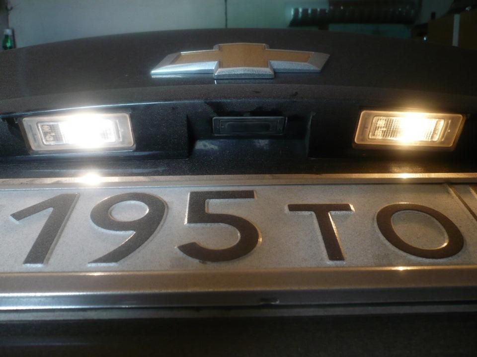 Замена ламп освещения номерного знака