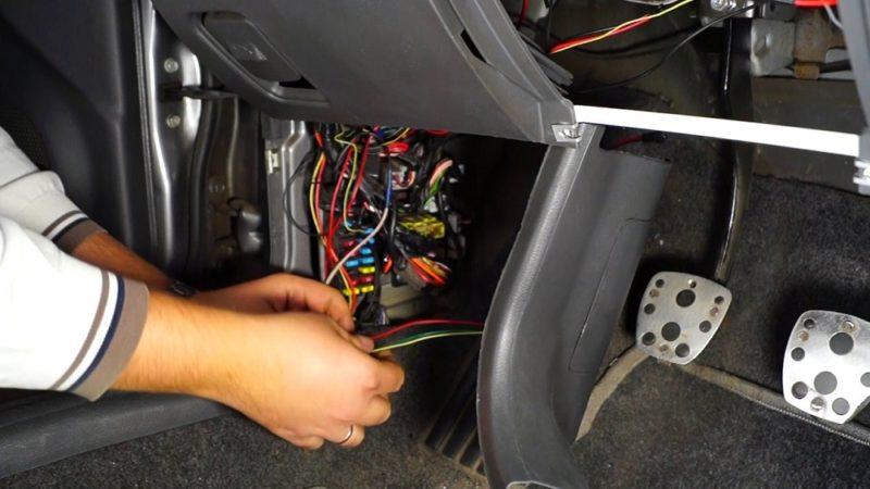 Как самостоятельно сделать подсветку ног в машине